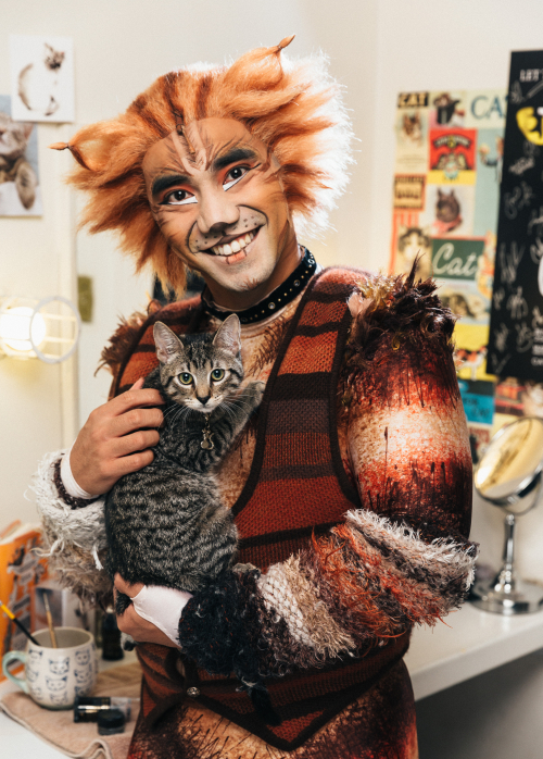 CATS with Cats Emilio MK_06